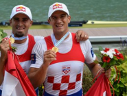 Brothers Sinković successfully defend their gold medal at the #WRChamps #France  http://t.co/6pb4S1EeMR  #SportsReview  http://t.co/fAGgb70P21